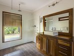 Hunter Valley Accommodation - Dalwood Country House - Dalwood - Bathroom