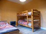 chambre 2 avec 3 lits étage