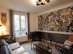 Salon cosy décoré avec beaucoup de goût esprit fin XIXème.