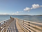 Up to 6 travelers will be able to walk to the town & old ferry dock with ease.