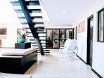 Amplias salas que se acondicionan para compartir en un solo espacio o de forma independientes.