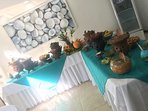 Contamos con el completo setting para bufets tipico y gourmet.