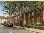 Beautiful 2 bed apartment with excellent transport links to the city