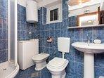 Bathroom 1, Surface: 6 m²
