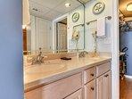 Edgewater Beach Resort 1009-2-Master Bathroom