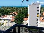 Varanda do apartamento com vista para o Mar.   ( balcony of the apartment overlooking the sea)