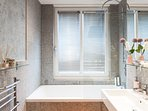 Bathtub / shower, toilet and sink in the large shared bathroom