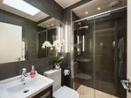 Standard one Bed Apartment - Bathroom