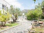 Jardín especialmente tranquilo con barbacoa y aparcamiento privado