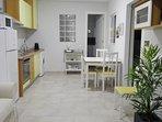 salón-cocina totalmente equipado para una estancia agradable.