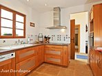 Well-equipped kitchen with dishwasher, washing machine, tumble drier and microwave oven