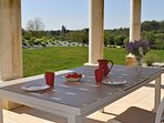 déjeuner sur la terrasse avec vue