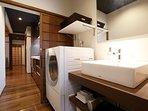 2F: Washroom and laundry