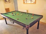 Or pool/snooker table