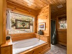 soaking tub of master bath