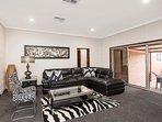 Big Big House Sleeps 19 + 2 Cots - Luxury Furnishings - Fully Renovated
