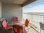 Balcony seating for oceanfront dining
