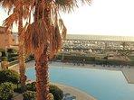 La vue mer et piscine depuis la terrasse