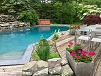 Country Chic Cabin~spacious~ private setting~hot tub~pool~ views~75 minutes/NYC