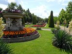 Major touristic highlights are in walking distance (Hyde Park)