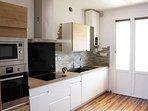 cuisine équipé petit balcon vue citadelle et baie de Calvi