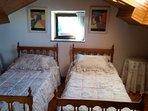 Alquilo preciosa casa a 50 metros de una de las playas más seguras de Asturias.