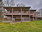 Cozy Lakefront Lapeer House w/ 3 Paddle Boats!