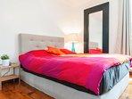 Bedroom 1 : queen size bed