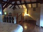 Chambre étage 25 M2. Lit King size 180 x 200