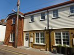 Lovely 2 bedroom cottage, sleeps 6, town location, new build. Wifi.