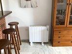 Emisor Térmico(calor azul) en salón 1300 vatios... En verano ventilador techo, no  necesario brisa..