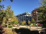 Barrio peatonal y con parques para niños