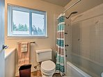 A shower/tub combo is provided in this en-suite bathroom.