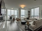 2 Bedroom + Den/bedroom - Lake view Penthouse