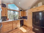 Sunriver-Vacation-Rental---30-Vine-Maple---Kitchen-2