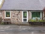 BOTHY COTTAGE, open fire, exposed beams, acres of farmland, near Coldingham