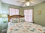 Cozy up and dream of another day in the sun in this queen bed.