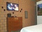 tv con cable en la habitación principal