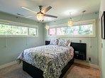 Master bedroom w/queen