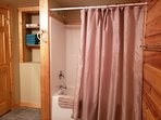 Tub/shower with towels provided