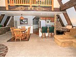 A Cabin Above~Sugarloaf Modern Retreat~Relaxing Furnishings~10 Minutes To All~