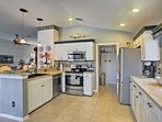 Test your skills in this fully equipped kitchen with stainless steel appliances!