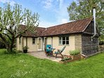 THE APPLE STORE, ground floor cottage, romantic break, patio, WiFi, in Nettleton