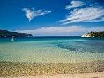 Spiaggia di Procchio (2 minuti a piedi)