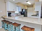 Kitchen with Bar Setaing