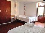 Habitación con 2 camas para 3 personas como máximo.