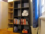 Store your personal things in this wardrobe. Enjoy books in English, French and Spanish.