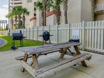 BBQ area is available for all who are guests of Long Beach Resort 1206