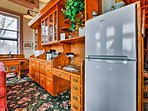 The well-equipped kitchenette has everything you need to make quick snacks.