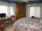 4th Bedroom w/Queen/bath/TV